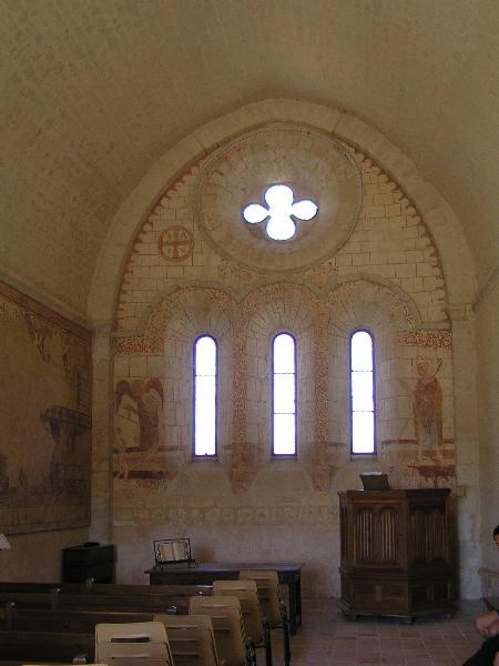 chevet plat; chapelle templière de Cressac; Wikipédia; photo: Rosier