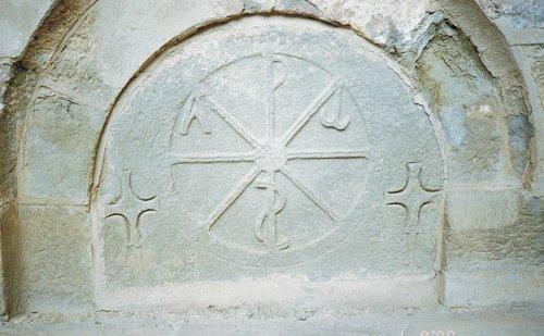 Templar enfeu-tomb; Aragon Monasterio de San Juan de la Peña; it is in the cavity of this rock , as dark as the Hades, that was kept the Holy Grail's chalice until 1399; photo JP Schmit