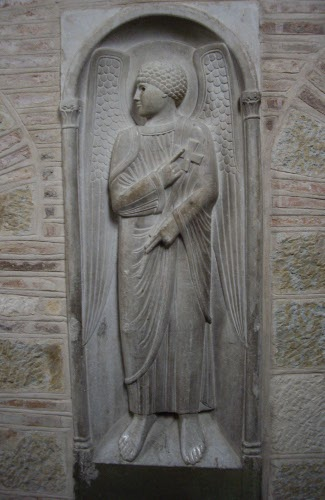 Angel at the side of the Christ in Glory; St-Sernin; Toulouse; photograph by JP Schmit